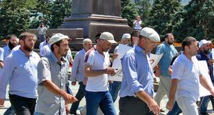 Траурное шествие в связи с убийством журналиста Ахмеднаби Ахмеднабиева. Махачкала, 9 июля 2013 г. Фото Патимат Махмудовой для «Кавказского узла»