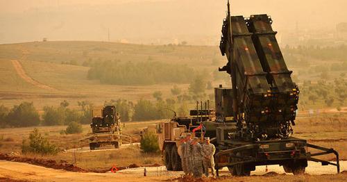 Комплексы «Пэтриот» на юго-востоке Турции, близ турецко-сирийской границы. Фото: DoD Photo By Glenn Fawcett https://ru.wikipedia.org