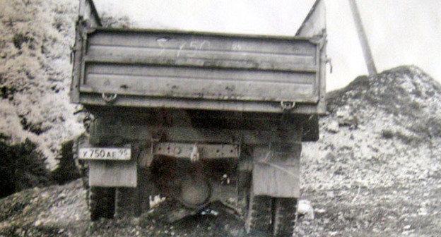 Машина, в которой ехала Раиса Косумова. Веденский район Чечни, 7 июня 2003 г. Фото: из архива Комитета против пыток