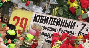 На открытии поклонного креста с именами погибших, октябрь, 2013. Фото: http://news.vdv-s.ru/society/?news=242100