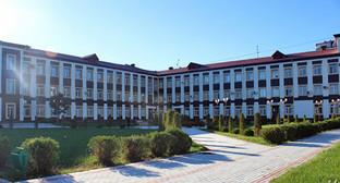 Корпус Дагестанского педуниверситета. Фото: http://ru.dgpu.net/media/k2/items/cache/ada9a09acea936d776a6f55c82778c43_L.jpg