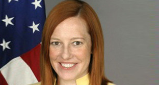 Джен Псаки. https://upload.wikimedia.org/wikipedia/commons/b/b2/Official_photo_of_Jen_Psaki.jpg