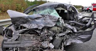 На месте аварии с участием машины главы администрации Джейранского района Ингушетии. 27 октября 2014 г. Фото: УГИБДД ГУ МВД РФ по СК