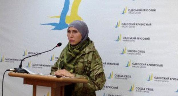 """Амина Окуева. Фото: стоп-кадр видео """"Иса Мунаев и Амина Окуева"""", http://www.youtube.com/watch?v=L54NTpenCkM"""