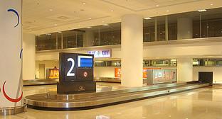Зал получения багажа аэропорта Звартноц. Фото: ArmOvak, https://ru.wikipedia.org/wiki/%C7%E2%E0%F0%F2%ED%EE%F6_%28%E0%FD%F0%EE%EF%EE%F0%F2%29#mediaviewer/File:Baggage_Zvartnots.JPG