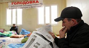 Участники голодовки с требованием отставки Абдулатипова. Махачкала, 29 октября 2014 г. Фото Руслана Алибекова http://rifa05.ru/