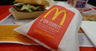 """Упаковка картофеля-фри в ресторане McDonald's. Фото Нины Тумановой для """"Кавказского узла"""""""