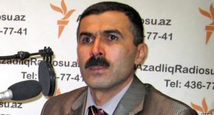 Огтай Гюлалыев, Баку, 4 февраля 2010 RFE/RL Фото: http://gdb.rferl.org/1F448632-5246-4992-BBDF-652B2591C970_w640_r1_s_cx32_cy0_cw68.jpg