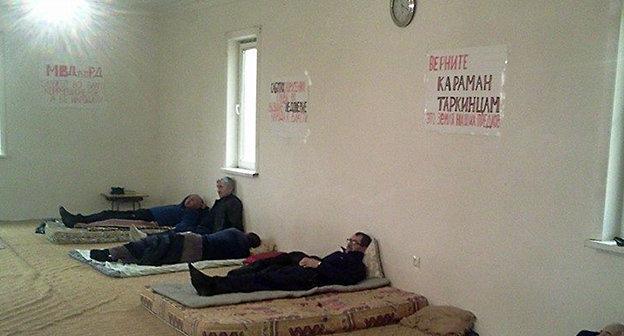 Участники голодовки. Фото Гамзата Хангишиева, https://www.facebook.com/groups/tarkikaraman/?fref=ts