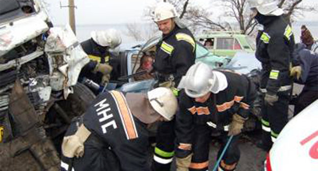 Ликвидация последствий ДТП. Фото: http://www.07.mchs.gov.ru/operationalpage/emergency/detail.php?ID=37172