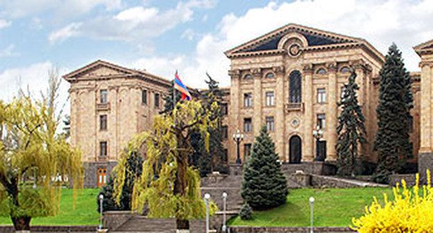 Здание парламента Армении. Фото: http://www.parliament.am/images/theme_1.jpg