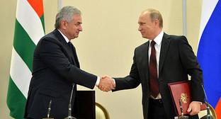Владимир Путин и Рауль Хаджимба подписали Договор между Российской Федерацией и Республикой Абхазия о союзничестве и стратегическом партнёрстве.24 ноября 2014 года. Фото: http://kremlin.ru/news/47057