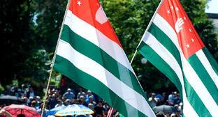 Флаги Абхазии. Фото: Нина Зотина и Наталья Евсикова http://www.yuga.ru/