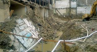 Дом на улице Даниялова, в котором в результате строительства на соседнем участке обрушилась стена. Махачкала, ноябрь 2014 г. Фото Расула Магомедова