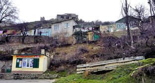 Гора Тарки-Тау. На склоне горы расположены три древних кумыкских села — Тарки, Кяхулай, Альбурикент. Таркинский район Дагестана. Фото: Исаева Александра http://www.odnoselchane.ru/