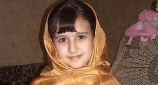 Девочка в азербайджанском женском шелковом головном платке кялагаи. Фото: Irada https://ru.wikipedia.org
