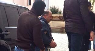 Журналист Рауф Миркадыров по дороге в суд. Баку, 25 апреля 2014 г. Фото http://www.radioazadlyg.org/