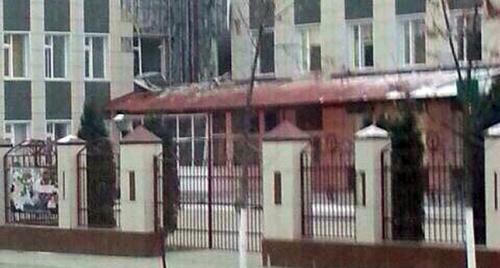 Вход в школу № 20, Грозный. Фото:  Magomed Edilsultanov, https://twitter.com/batsuev/status/540388789420830721