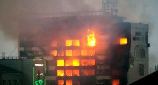 Здание Дома печати во время боевых столкновений. Грозный, 4 декабря 2014 г. Фото http://nac.gov.ru/