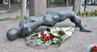Памятник жертвам Латской трагедии в 1992 году, Гудаута, Абхазия. Фото: kasper, http://www.esosedi.ru//fiber/117299/fit/1400x1000/memorial_zhertvam_latskoy_tragedii.png