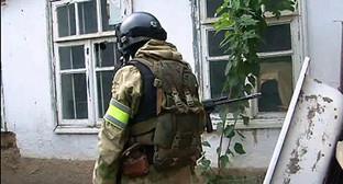 Сотрудник силовых структур во время проведения КТО. Фото: http://nac.gov.ru/files/6029.jpg
