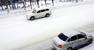 Машины на улицах Махачкалы. Фото: I.K. http://www.odnoselchane.ru/