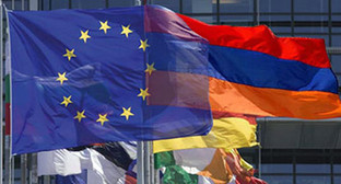 Флаги Евросоюза, Армении и других стран. Фото: http://rus.azatutyun.am/content/article/25046793.html