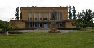 Памятник Ленину, Прохладненский район КБР. Фото: http://www.prohladnenskiy.ru/ops/pos/1009.html