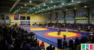 Спорткомплекс на территории энергетического колледжа в Каспийске. Фото: http://riadagestan.ru.images.1c-bitrix-cdn.ru/upload/fotonews/result_image_small55441.jpg?141552203347194