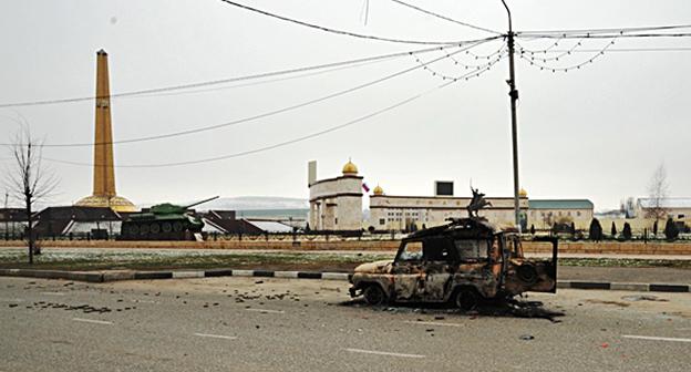 Улица Грозного после атаки боевиков. Фото: http://nac.gov.ru/files/8401.jpg
