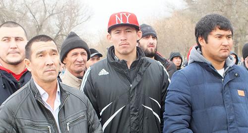 Участники митинга в селе Терекли-Метеб. 15 ноября 2014 г. Фото Патимат Махмудовой для «Кавказского узла»