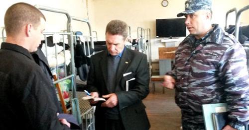 Председатель ОНК Николай Борисенко в СИЗО. Фото: УФСИН России по Ставропольскому краю http://www.26.fsin.su/