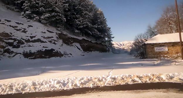 """Снег на автодороге Варденис - Каравачар. Фото Алвард Григорян для """"Кавказского узла"""""""