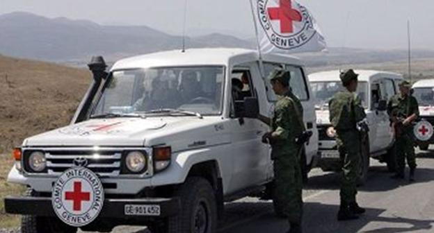 Автоколонна Международного комитета Красного креста.  Фото: http://www.newsazerbaijan.ru/images/29609/21/296092104.jpg