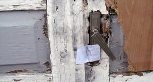 "Дверь в доме семьи Аветисян опечатана. Фото Тиграна Петросяна для ""Кавказского узла"""