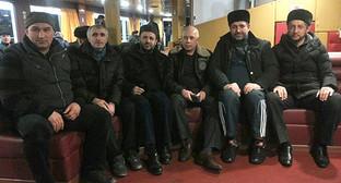 Участники автопробега Махачкала – Симферополь. Фото: http://www.riadagestan.ru/news/society/avtoprobeg_dagestan_krym_finishiroval_v_gorode_simferopole/