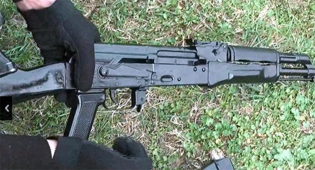 Автоматическое оружие в руках. Фото: http://nac.gov.ru/content/4255.html