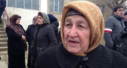 """Жительница Дагестана на митинге. Фото Патимат Махмудовой для """"Кавказского узла"""""""