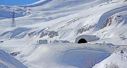 """Тоннель в горах на военно-грузинской дороге. Фото Ахмеда Альдебирова для """"Кавказского узла"""""""