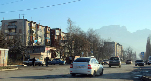 """Многоквартирный дом на окраине Владикавказа. Фото Ахмеда Альдебирова для """"Кавказского узла"""""""