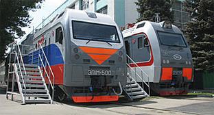 Новочеркасск, НЭВЗ, электроводы ЭП1М и 2ЭС5К. Фото: http://www.nevz.com/index.php