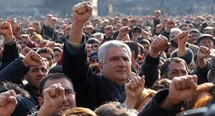 Участники митинга в Ереване 1 марта 2008 года. Фото: Германа Авагяна и Гагика Шамшяна, http://armtoday.info/Pic/3270.jpg