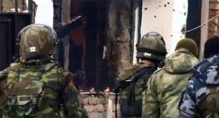 Силовики на спецоперации. Фото: http://nac.gov.ru/nakmessage/2015/01/05/v-chechne-v-khode-spetsoperatsii-neitralizovany-dvoe-banditov.html