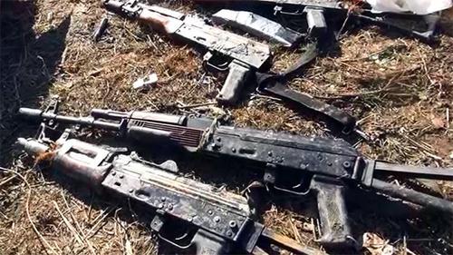 Автоматическое оружие, изъятое у боевиков в ходе спецоперации в феврале 2015 года в Дагестане. Фото: http://nac.gov.ru/nakmessage/2015/02/28/v-dagestane-neitralizovany-shestero-banditov-aktivnaya-faza-kto-prodolzhaetsya.html