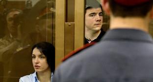 Никита Тихонов (справа) и Евгения Хасис (слева) в зале суда. Фото: http://www.echomsk.spb.ru/projects/goryachaya-tema/pravyy-sektor-rossii.html?print=Y