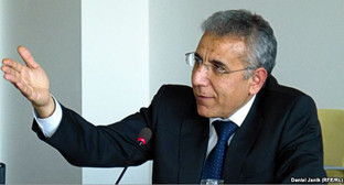 Интигам Алиев. Фото: http://www.rferl.org/content/azerbaijan-rights-activist-detain-intigam-aliyev/26520249.html