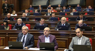 """Заседание в центральном офисе партии """"Процветающая Армения"""". Фото http://www.pastinfo.am/ru/node/62448"""