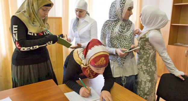 Девушки в хиджабах. Фото: ГIАЛГIАЙЧЕ Новости Факты Аналитика http://galgayche.org/?p=3541
