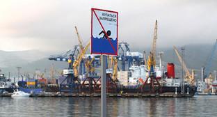 Порт Новороссийска. Фото: Юрий Гречко / Югополис, http://www.yugopolis.ru/news/incidents/2015/03/29/80443/proisshestviya-katastrofy-suda-morskie-suda-novorossiiskii-morskoi-port