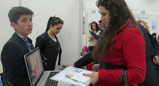 """На Международной фармацевтической выставке в Ереване. Фото Тиграна Петросяна для """"Кавказского узла"""""""